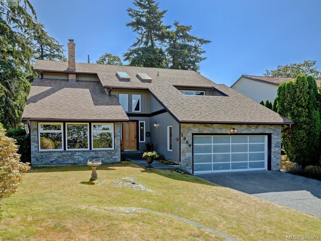 Main Photo: 1000 HIGHROCK Ave in VICTORIA: Es Rockheights House for sale (Esquimalt)  : MLS®# 793140