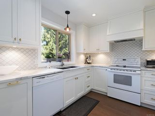 Photo 7: 5 1096 Stoba Lane in : SE Quadra Row/Townhouse for sale (Saanich East)  : MLS®# 851744