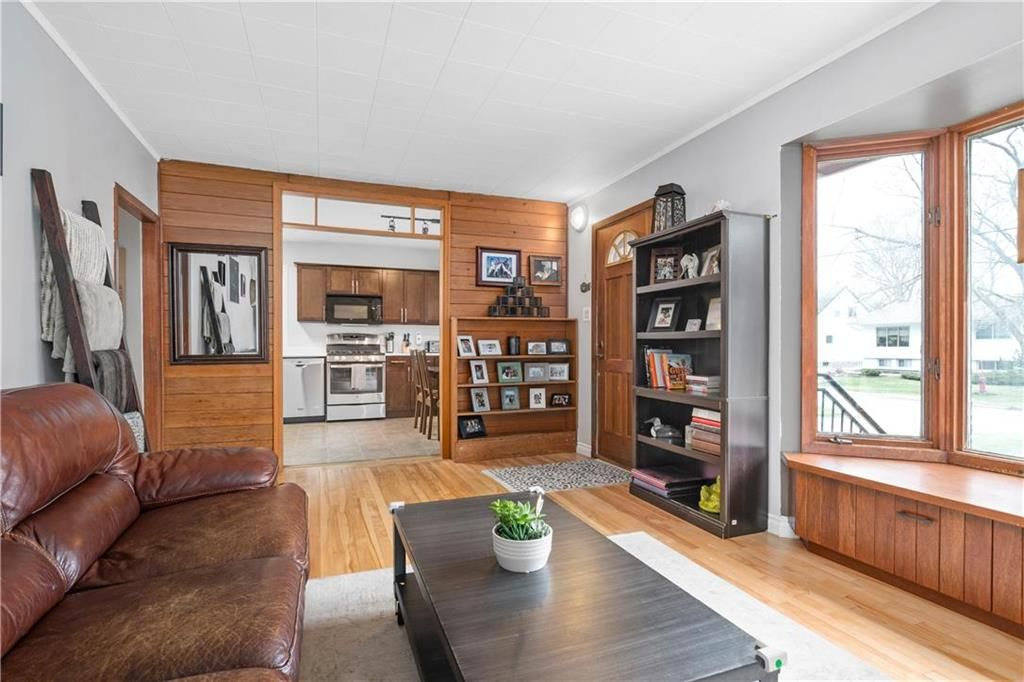 Photo 3: Photos: 145 Woodlawn Avenue in Winnipeg: Residential for sale (2C)  : MLS®# 202110539