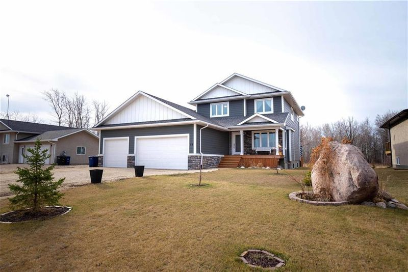 FEATURED LISTING: 99 Tanglewood Bay Kleefeld