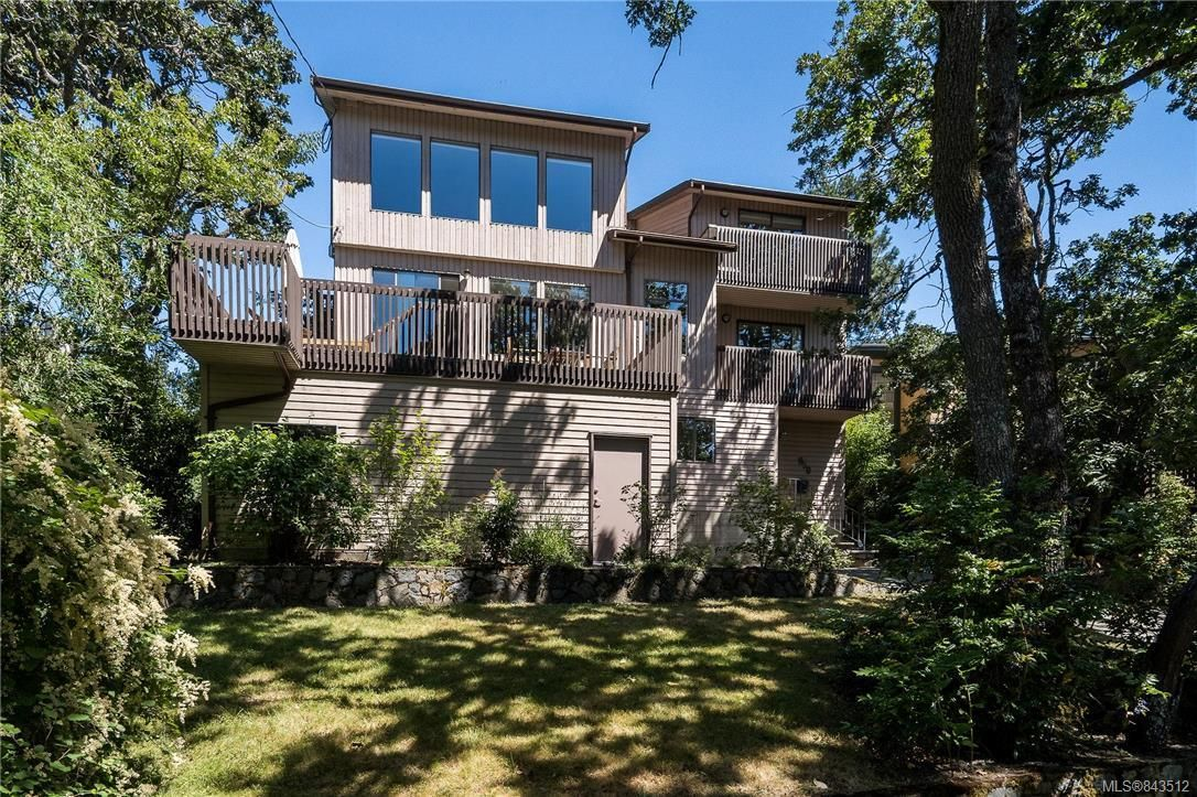 Photo 2: Photos: 950 Easter Rd in Saanich: SE Quadra House for sale (Saanich East)  : MLS®# 843512