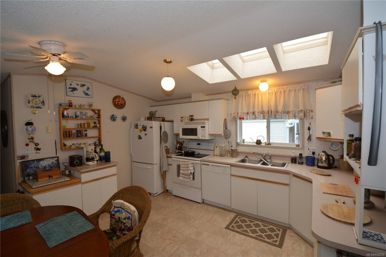 Photo 7: Photos: 15 7109 West Coast Rd in : Sk John Muir Manufactured Home for sale (Sooke)  : MLS®# 858220