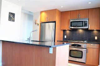 """Photo 7: 1001 2978 GLEN Drive in Coquitlam: North Coquitlam Condo for sale in """"GRAND CENTRAL ONE"""" : MLS®# R2247813"""