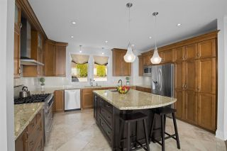 """Photo 18: 14342 SUNSET Drive: White Rock House for sale in """"White Rock Beach"""" (South Surrey White Rock)  : MLS®# R2560291"""
