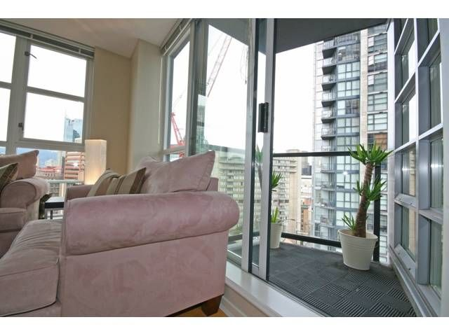 """Photo 9: Photos: 1402 1199 SEYMOUR Street in Vancouver: Downtown VW Condo for sale in """"BRAVA"""" (Vancouver West)  : MLS®# V877625"""