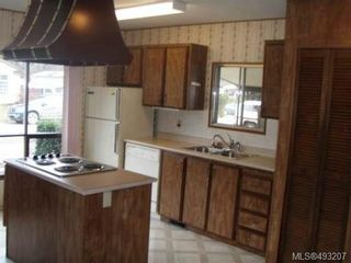 Photo 3: 2129 STADACONA DRIVE in COMOX: Z2 Comox (Town of) Manufactured Home for sale : MLS®# 493207