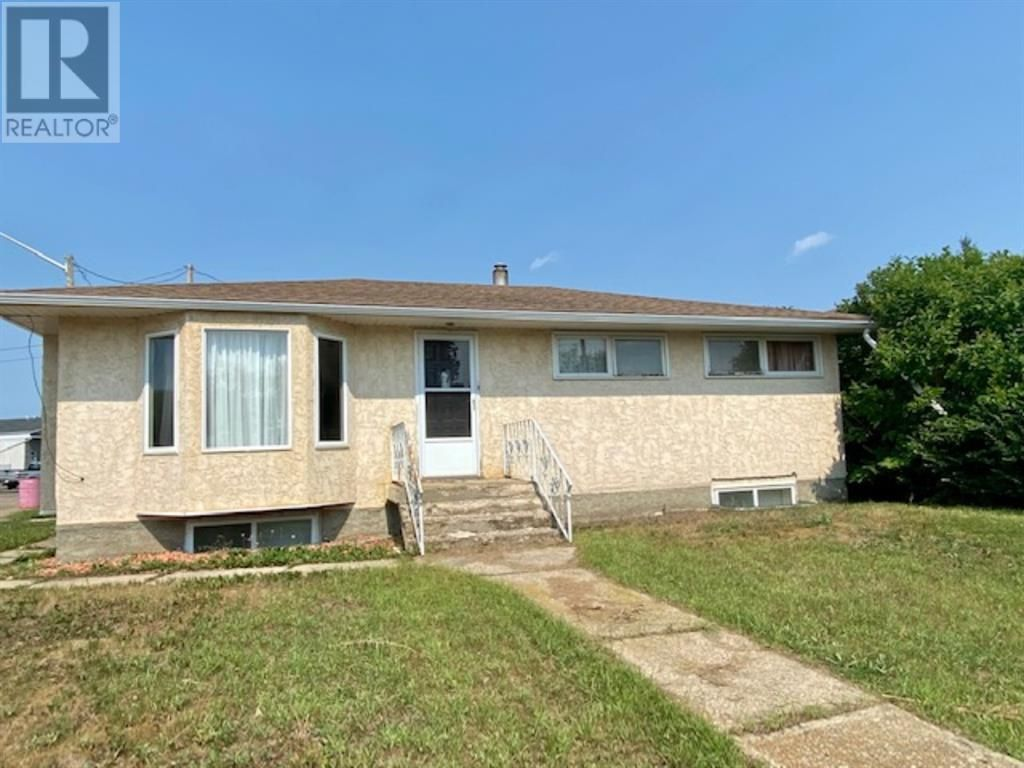 Main Photo: 1010 11 Avenue in Wainwright: House for sale : MLS®# A1133244