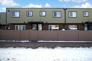 Main Photo: 123 3809 45 Street SW in Calgary: Glenbrook Row/Townhouse for sale : MLS®# A1105929