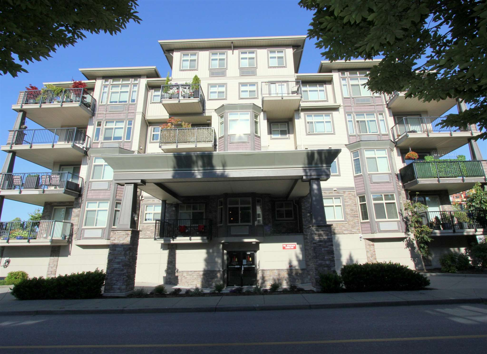 """Main Photo: 302 9060 BIRCH Street in Chilliwack: Chilliwack W Young-Well Condo for sale in """"ASPEN GROVE"""" : MLS®# R2603096"""
