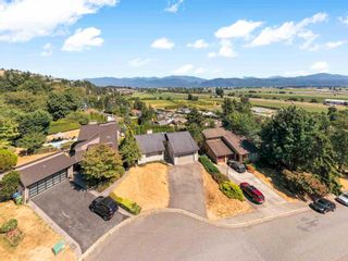 Photo 1: 35309 KNOX Crescent in Abbotsford: Abbotsford East House for sale : MLS®# R2606396