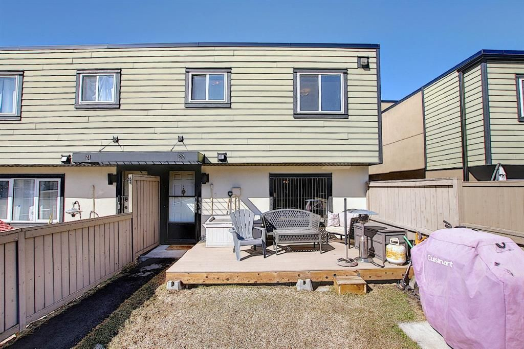 Main Photo: 22 3809 45 Street SW in Calgary: Glenbrook Row/Townhouse for sale : MLS®# A1090876