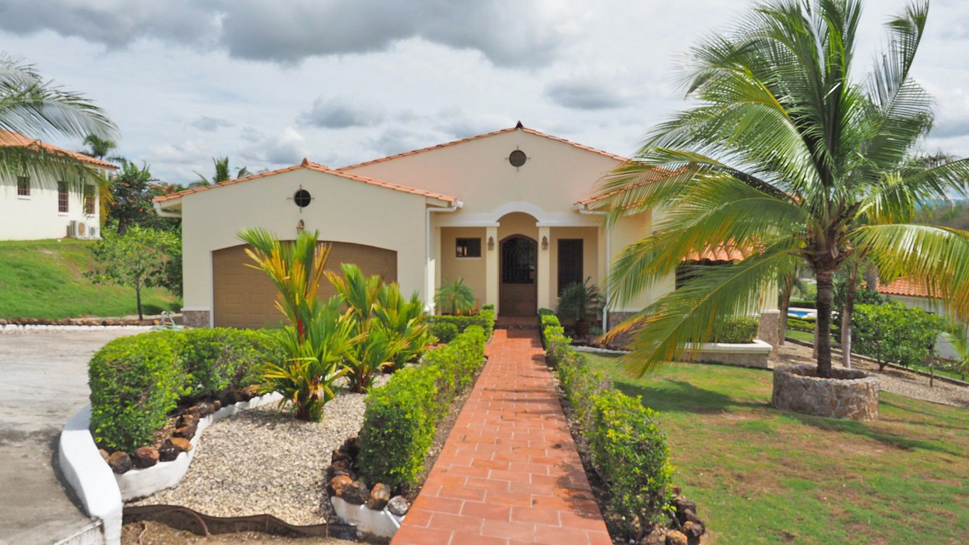 Main Photo: American Style Home in Panama