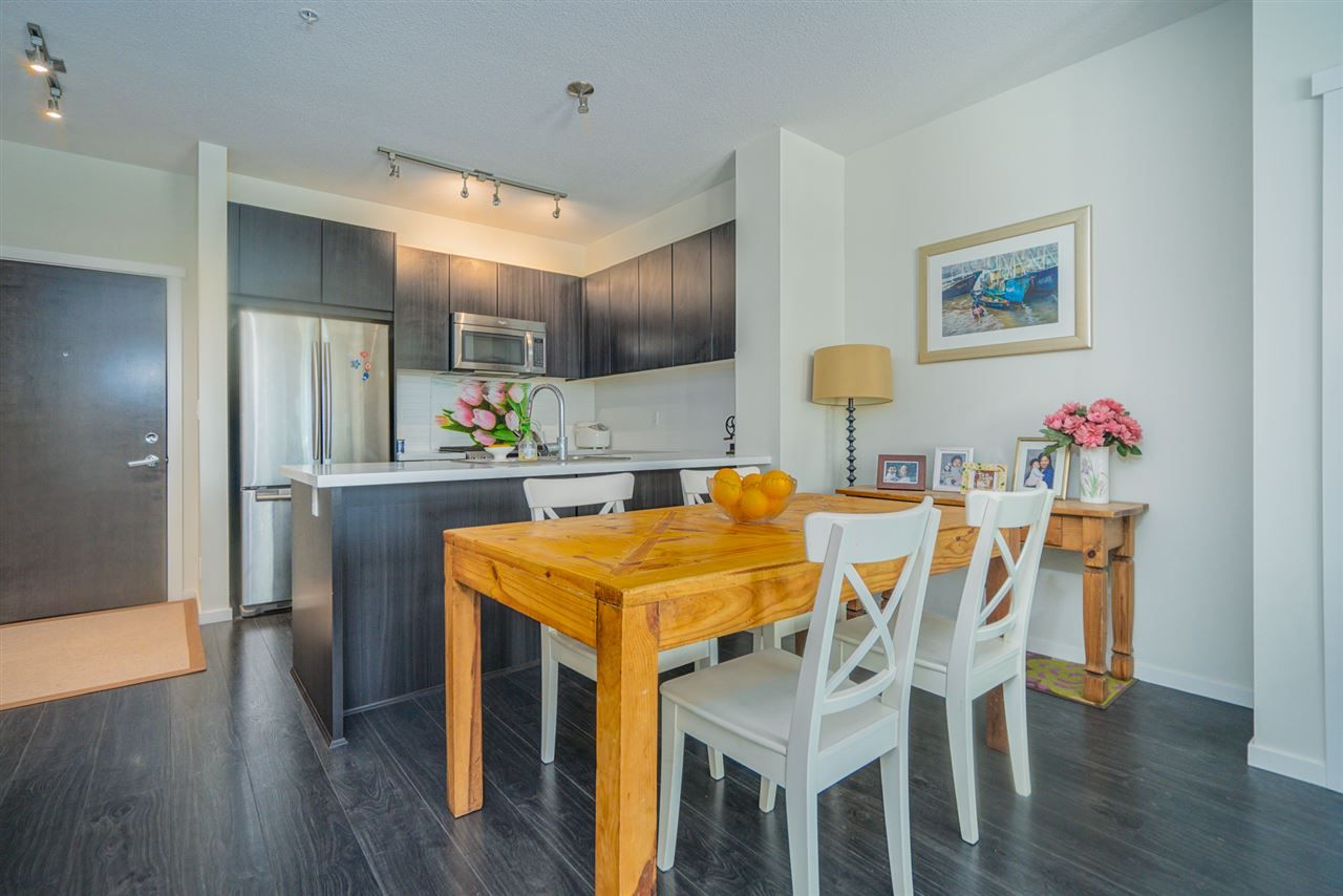 """Photo 4: Photos: 216 3107 WINDSOR Gate in Coquitlam: New Horizons Condo for sale in """"BRADLEY HOUSE"""" : MLS®# R2481599"""