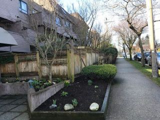Photo 3: 319 1990 W 6TH Avenue in Vancouver: Kitsilano Condo for sale (Vancouver West)  : MLS®# R2443395
