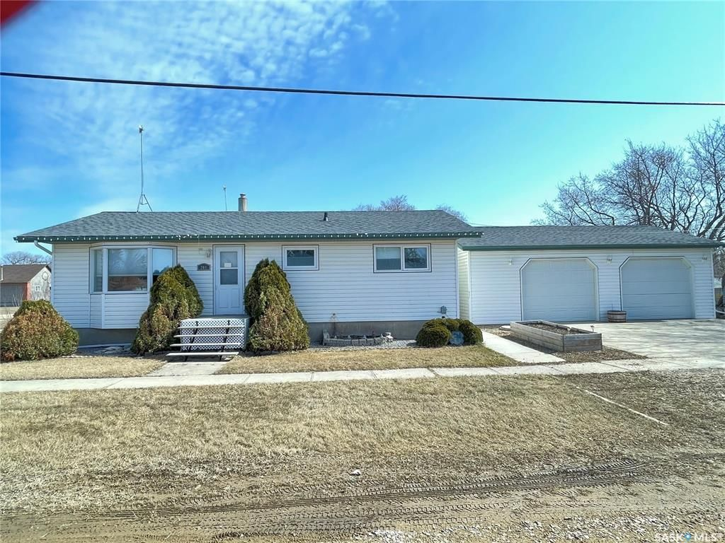 Main Photo: 200 1st Avenue South in St. Gregor: Residential for sale : MLS®# SK849160