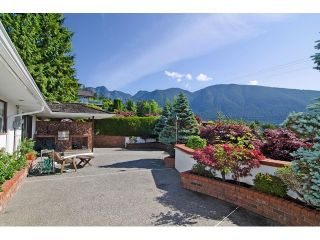 Photo 19: 91 BONNYMUIR Drive in West Vancouver: Glenmore House for sale : MLS®# V1127395