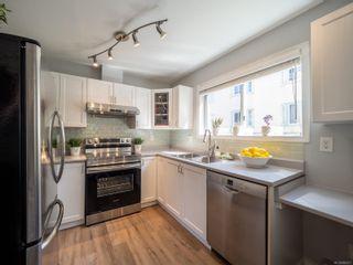 Photo 3: 102 1007 Caledonia Ave in : Vi Central Park Condo for sale (Victoria)  : MLS®# 885671