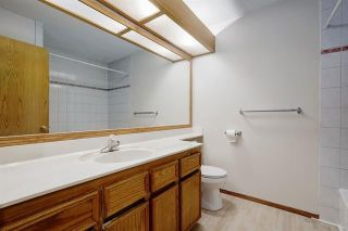 Photo 18: 24 SIGNATURE Way SW in Calgary: Signal Hill Detached for sale : MLS®# C4302567
