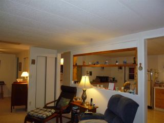 """Photo 7:  in Gibsons: Gibsons & Area Manufactured Home for sale in """"POPLARS MOBILE HOME PARK"""" (Sunshine Coast)  : MLS®# R2386625"""