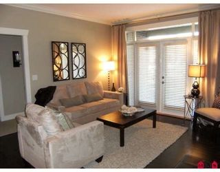 "Photo 2: 401 15368 17A Avenue in Surrey: King George Corridor Condo for sale in ""OCEAN WYNDE"" (South Surrey White Rock)  : MLS®# F2910535"
