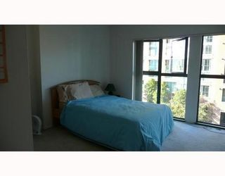 Photo 4: 408 1128 QUEBEC Street in Vancouver East: Home for sale : MLS®# V669590