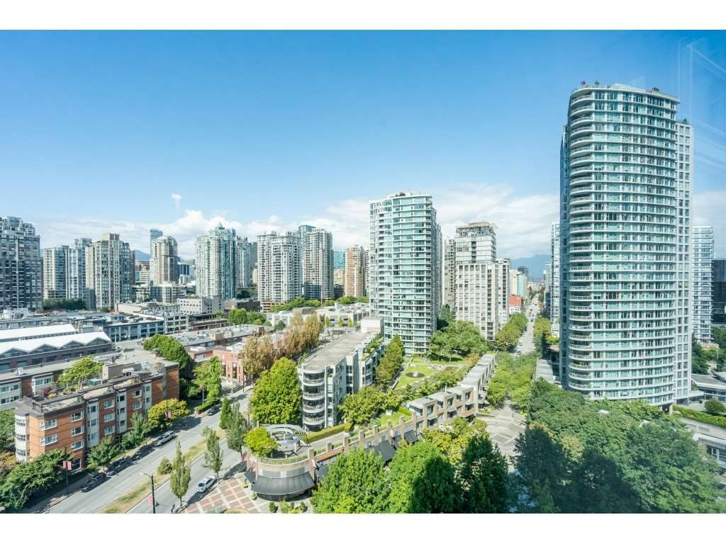 Main Photo: 1805 193 AQUARIUS Mews in Vancouver: Yaletown Condo for sale (Vancouver West)  : MLS®# R2487732