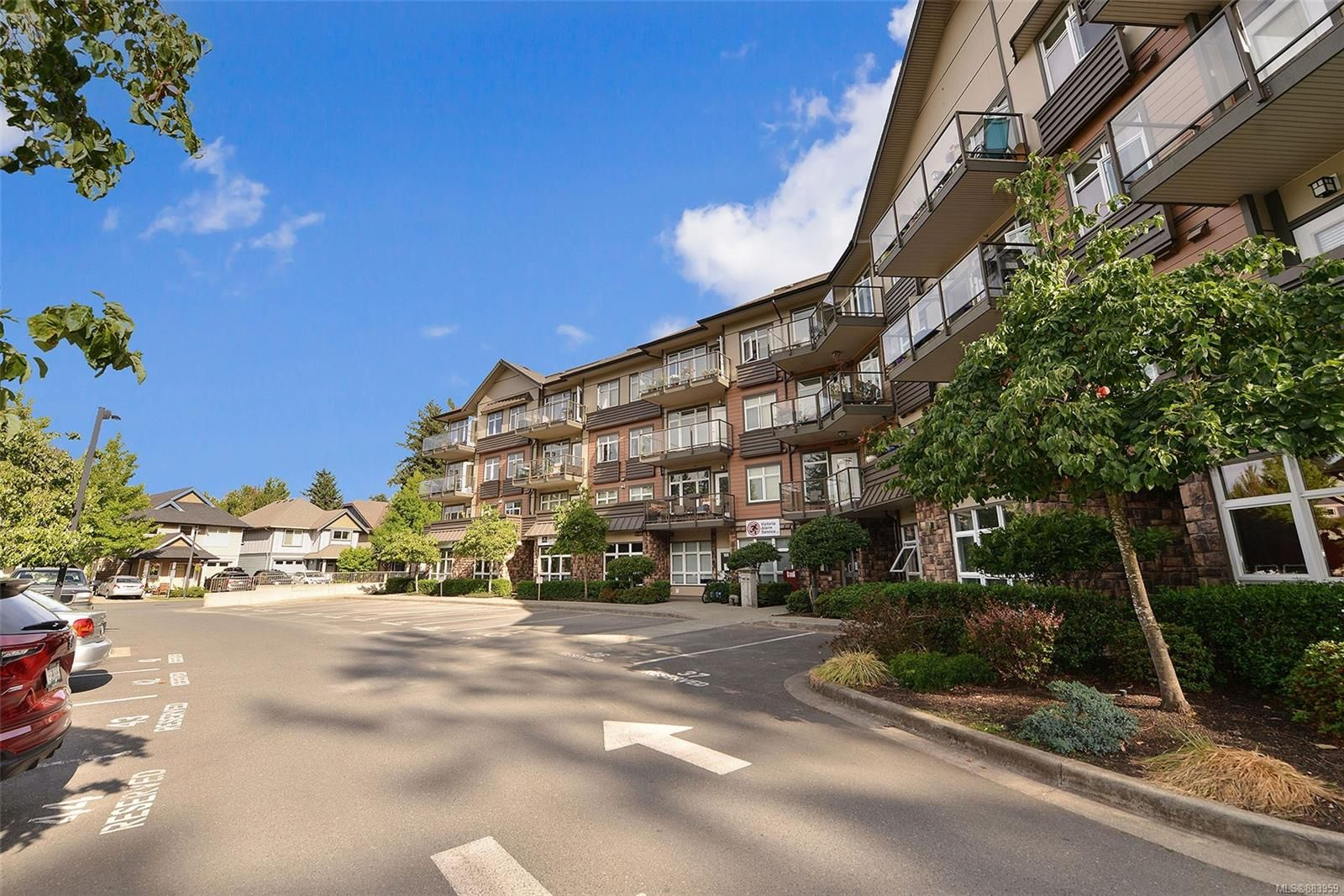 Main Photo: 304 2220 Sooke Rd in : Co Hatley Park Condo for sale (Colwood)  : MLS®# 883959