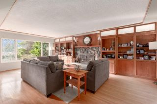"Photo 2: 41833 GOVERNMENT Road in Squamish: Brackendale House for sale in ""BRACKENDALE"" : MLS®# R2545412"