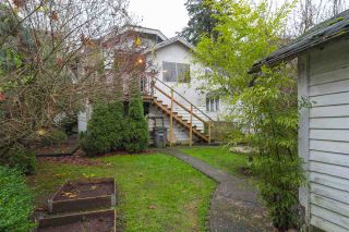 """Photo 16: 2063 NAPIER Street in Vancouver: Grandview VE House for sale in """"Commercial Drive"""" (Vancouver East)  : MLS®# R2124487"""