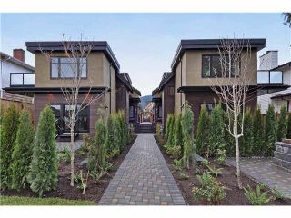 Photo 1: 2 236 E 18TH Street in North Vancouver: Central Lonsdale 1/2 Duplex for sale : MLS®# R2423163