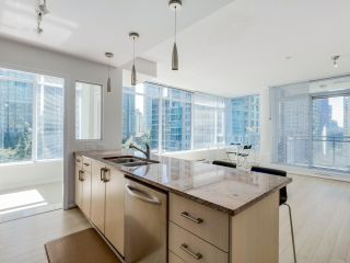 """Photo 7: 803 1211 MELVILLE Street in Vancouver: Coal Harbour Condo for sale in """"The Ritz"""" (Vancouver West)  : MLS®# R2084525"""