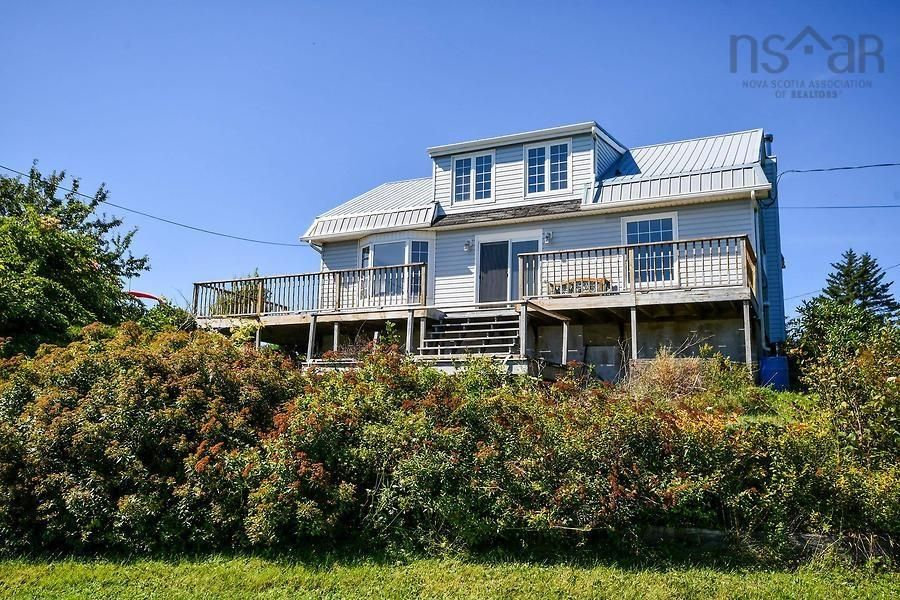 Main Photo: 14 School Road in Ketch Harbour: 9-Harrietsfield, Sambr And Halibut Bay Residential for sale (Halifax-Dartmouth)  : MLS®# 202123716