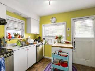 """Photo 4: 28 E 19TH Avenue in Vancouver: Main House for sale in """"MAIN"""" (Vancouver East)  : MLS®# R2161603"""
