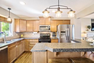 Photo 7: 744 PRESTWICK Circle SE in Calgary: McKenzie Towne Detached for sale : MLS®# A1024986