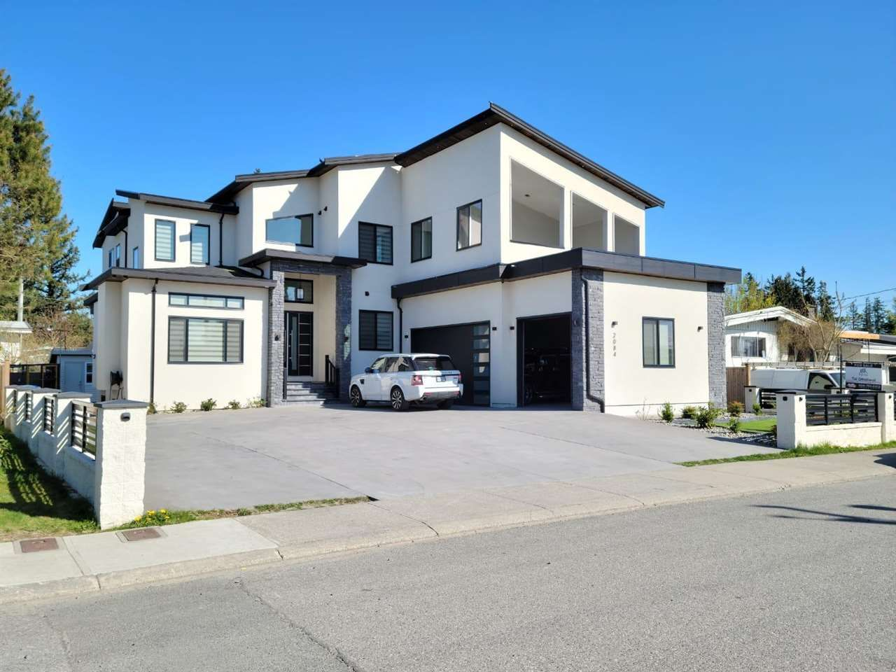 Main Photo: 2084 MEADOWS Street in Abbotsford: Abbotsford West House for sale : MLS®# R2573425