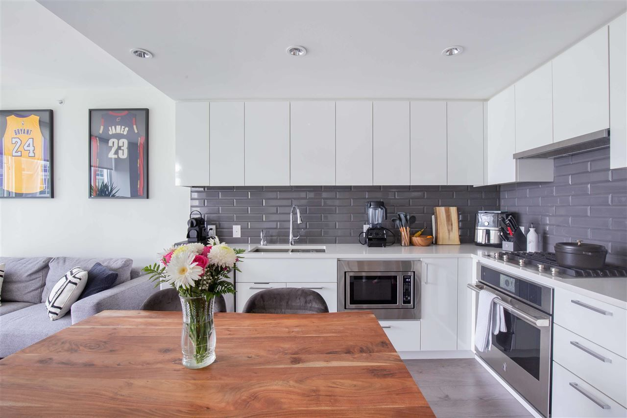 Main Photo: 1002 8533 RIVER DISTRICT Crossing in Vancouver: South Marine Condo for sale (Vancouver East)  : MLS®# R2578215