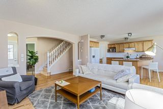 Photo 6: 403 Cresthaven Place SW in Calgary: Crestmont Detached for sale : MLS®# A1101829