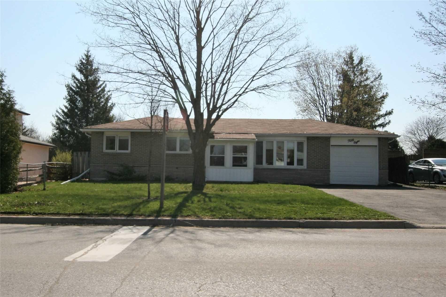 Main Photo: 58 Parkview Drive: Orangeville House (Bungalow) for sale : MLS®# W5213947