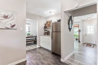 Photo 12: 21 WHITE OAK Crescent SW in Calgary: Wildwood Detached for sale : MLS®# A1026011