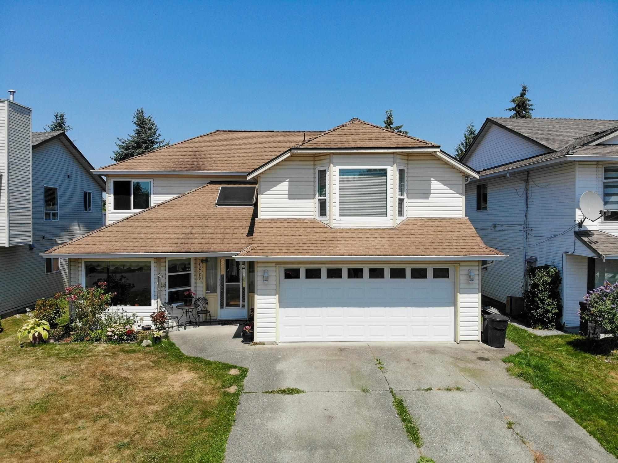Main Photo: 20723 51A Avenue in Langley: Langley City House for sale : MLS®# R2601553