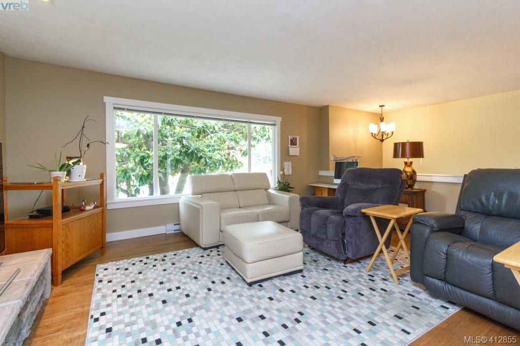 Photo 3: Photos: 3355 Painter Rd in VICTORIA: Co Wishart South House for sale (Colwood)  : MLS®# 818684