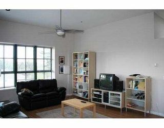 Photo 3: 303 4590 EARLES ST in Vancouver: Collingwood Vancouver East Condo for sale (Vancouver East)  : MLS®# V585844
