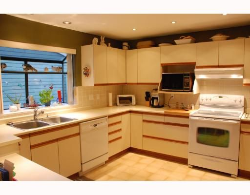 """Photo 2: Photos: 3267 SAMUELS Court in Coquitlam: New Horizons House for sale in """"NEW HORIZONS"""" : MLS®# V796976"""
