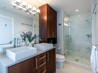 "Photo 12: PH3 1050 SMITHE Street in Vancouver: West End VW Condo for sale in ""STERLING"" (Vancouver West)  : MLS®# R2495075"