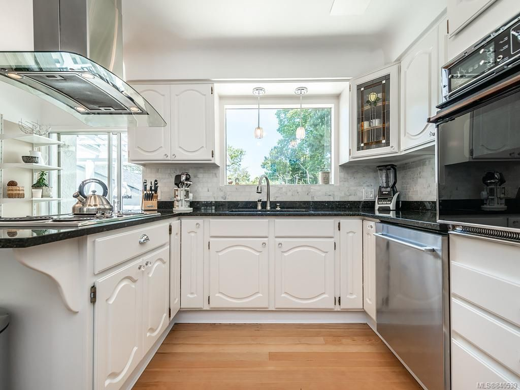 Photo 6: Photos: 2232 Cranmore Rd in Oak Bay: OB North Oak Bay House for sale : MLS®# 840539