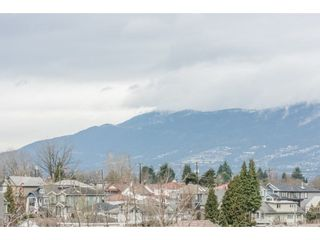 Photo 2: 2646 E 5TH Avenue in Vancouver: Renfrew VE House for sale (Vancouver East)  : MLS®# R2232613