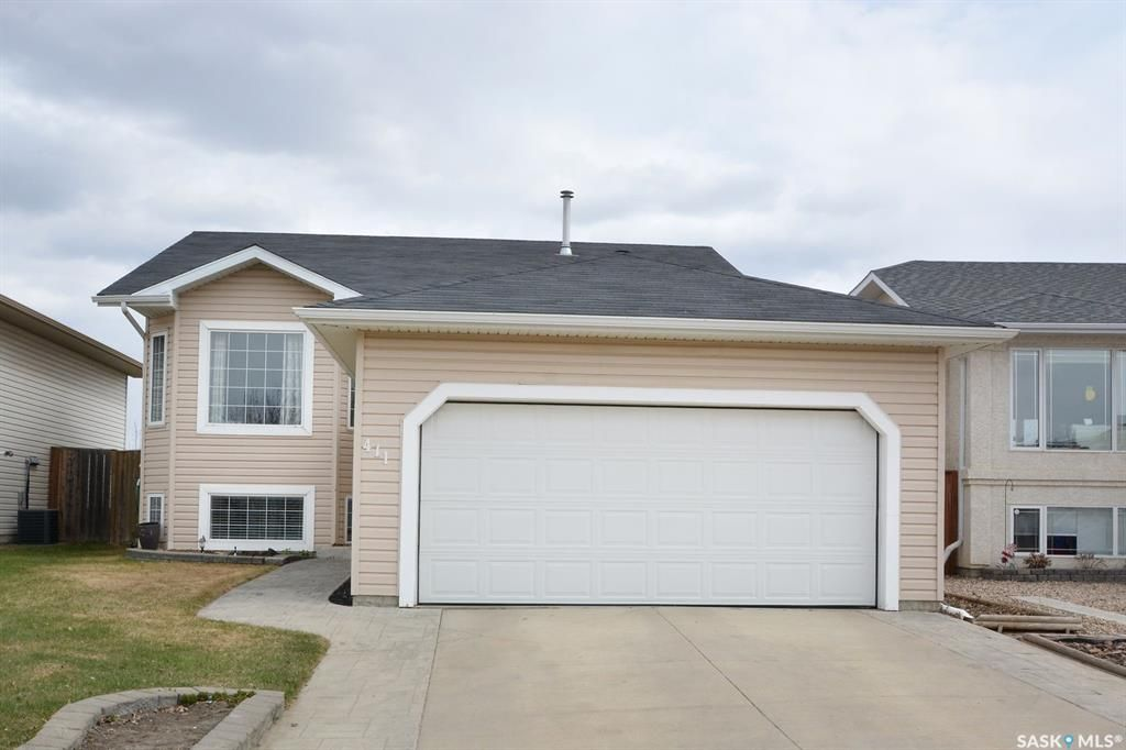 Main Photo: 411 Overholt Crescent in Saskatoon: Arbor Creek Residential for sale : MLS®# SK852557