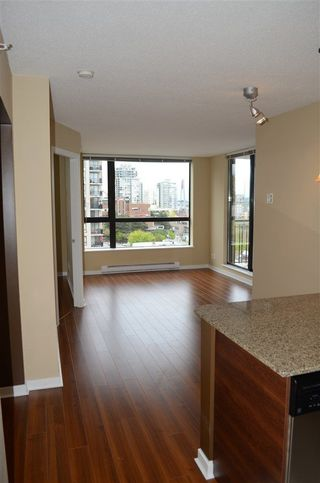 Photo 3: 1305 833 AGNES STREET in New Westminster: Downtown NW Condo for sale : MLS®# R2230134
