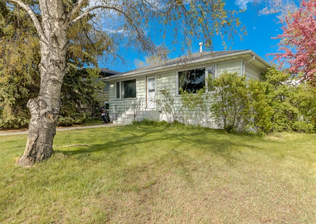 Main Photo: 2608 18 Street SW in Calgary: Bankview Detached for sale : MLS®# A1113070