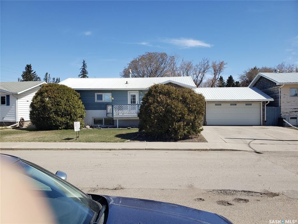 Main Photo: 1830 1st Avenue North in Saskatoon: Kelsey/Woodlawn Residential for sale : MLS®# SK856543